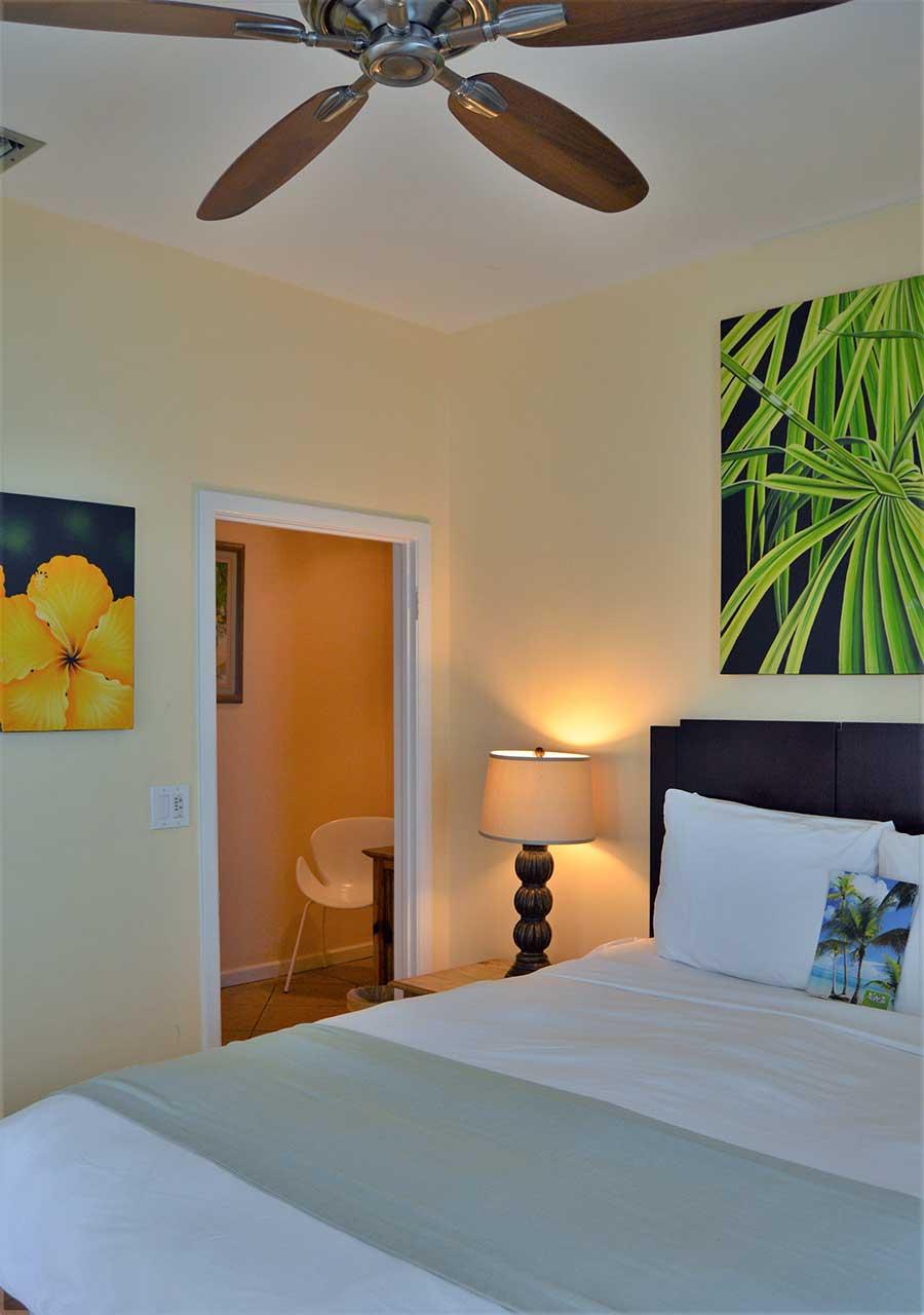 Queen Room - Peach Palm